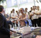 In der begleitenden Ausstellung stellen Firmen und Organisationen ihre Angebote vor.