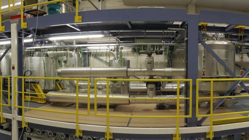 Pumpenhersteller KSB unterstützt als Industriepartner die Forschung des Verbundprojektes LIMELISA nach thermischen Großspeichern. Ein Vorteil von thermischen Speichern sind ihre Einsatzmöglichkeiten. Die dabei entwickelten Technologien könnten auch verwendet werden, Wärmenetze mit erneuerbarem Strom zu versorgen.