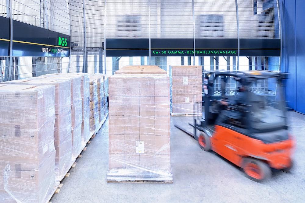 Eines der Highlights der Irradiation Service Days: Ein geführter virtueller Rundgang durch die Produktion und Logistik bei BGS am Hauptsitz in Wiehl. Die Anlagen an allen drei BGS-Standorten sind auf Schnelligkeit und hohe Kapazität ausgelegt, zum Teil erfolgt das Handling vollautomatisch.   Foto: BGS
