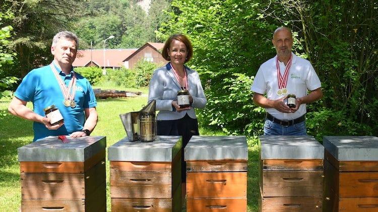 Die Imkerschule Warth ist bei der Ab-Hof-Messe mit fünf Goldmedaillen und einer Silbermedaille für ihren Bio-Honig ausgezeichnet worden. | Foto: https://lfs-warth.ac.at/
