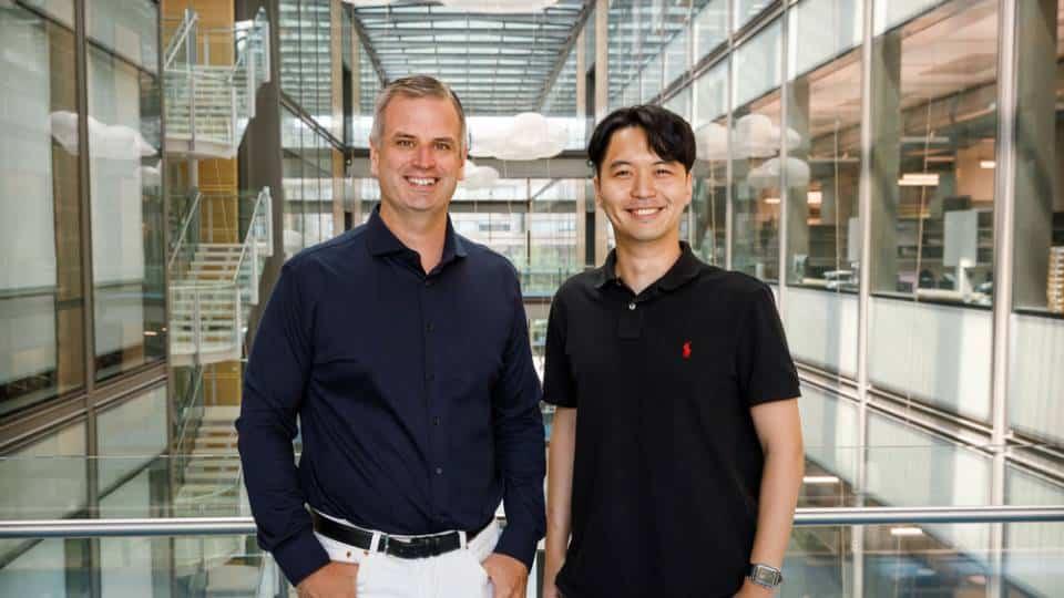 Paul Chirik und Yoonsu Park haben den Schlüssel für die umweltverträgliche Produktion von Ammoniak gefunden   Foto: Jonathan Darmon