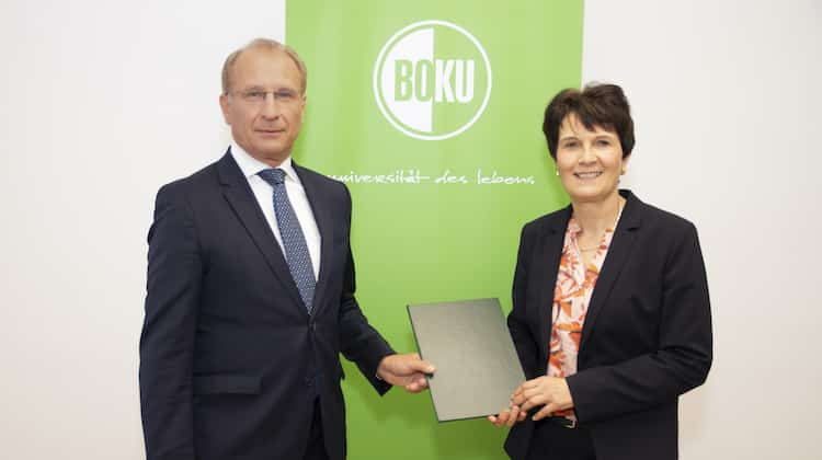 Dr. Kurt Weinberger, Uniratsvorsitzende der BOKU, und Rektorin Univ.-Prof. Eva Schulev-Steindl   Foto: BOKU