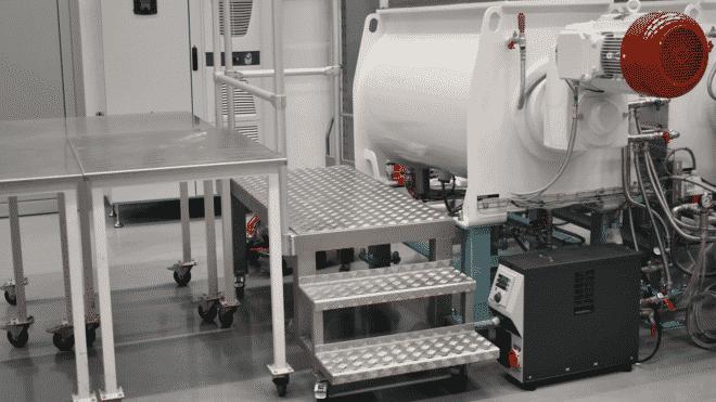 Dosierer-Mischer-Kneter-Conchierer, Durchsatz 400 kg/h, temperiert bis 90°C | Foto: Regloplas