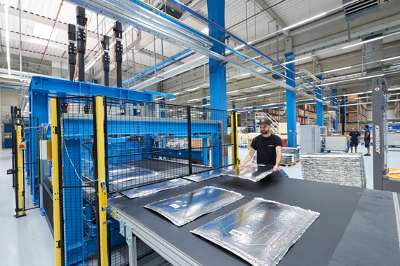 va-Q-tec deckt die gesamte Wertschöpfungskette von der VIP-Entwicklung über die Herstellung bis zum Vertrieb in hochspezialisierten Branchen ab. | Foto: va-Q-tec