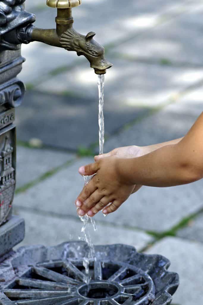 Wasser Rohr Hände   Foto: Henryk Niestrój, Pixabay